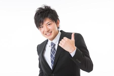 fidelidad: hombre de negocios de la victoria posan con una sonrisa