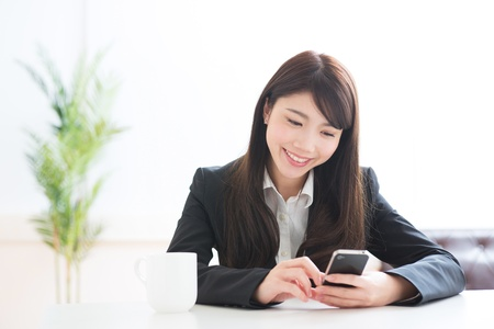 Young businesswoman to see a smartphone Stock Photo