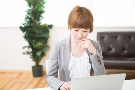 Beautiful young asian businesswoman using laptop Stock Photo - 20072802