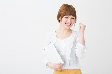 Beautiful young asian woman using tablet computer Foto de archivo