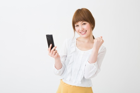 Young businesswoman to see a smart phone Foto de archivo