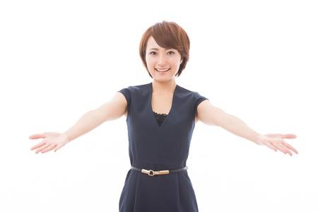 fidelidad: Joven y bella mujer asiática en recomendarlo a Foto de archivo