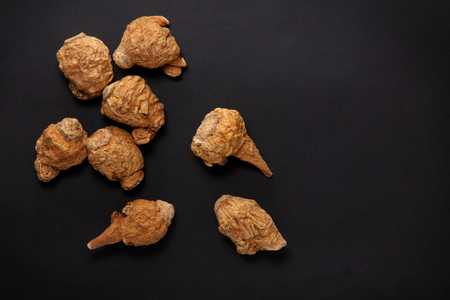 maca root on black background Banco de Imagens