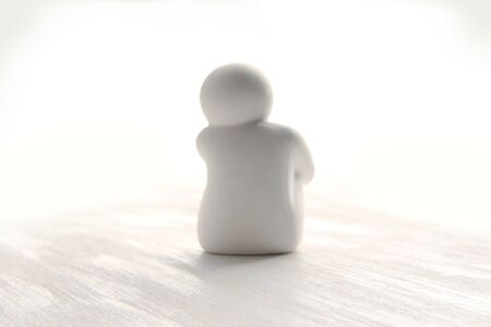 People who sit and think, those who are pensive. (white dolls) Inactive person.