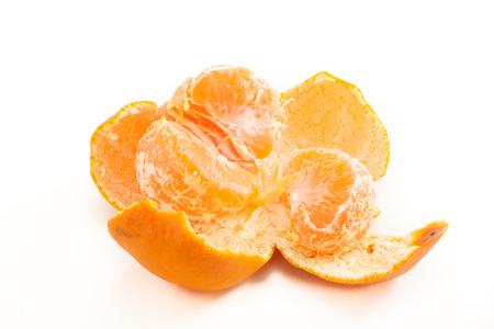 孤立した白地の日本のマンダリン オレンジ