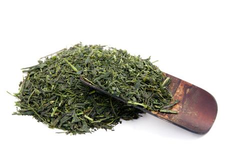 木製のスプーンで緑茶
