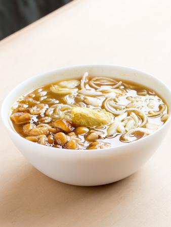 日本蕎麦をぬるぬるキノコは名前を呼ばれる 写真素材 - 82663581
