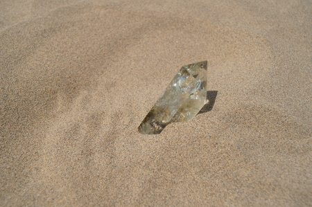 ビーチでクリスタルにクローズ アップ 写真素材