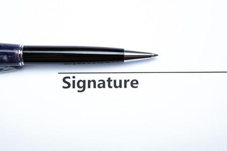 dispositions: pluma y firma