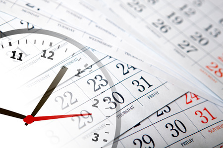 壁カレンダー日とクロック数のクローズ アップ 写真素材 - 75523857