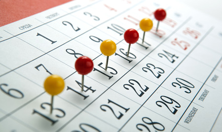 wall calendar with number of days needles in a row close up 版權商用圖片