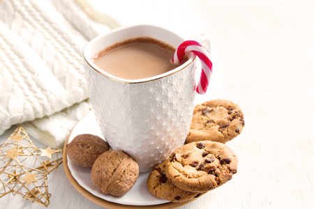 homemade cookies: Cacao drink and chocolate chip cookies for Christmas morning and winter holidays Stock Photo