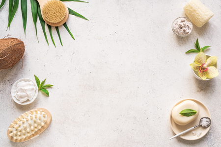 Spa Background, composition, flat lay. Natural spa coconut products and organic treatment concept on white, copy space. Banque d'images - 122422464