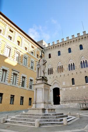 Una famosa piazza nella brughiera di Siena, Italia