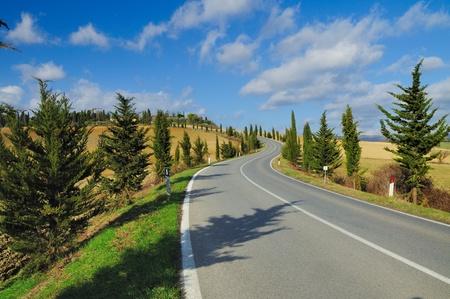 Una strada di campagna scenica nella famosa regione vinicola del Chianti (Italy) Archivio Fotografico