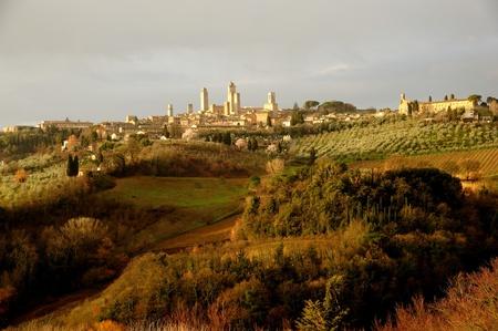 toskana: The landscape around the village of San gimignano in Tuscany