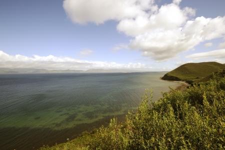 dunquin: Coumeenole beach, coast of Dingle Peninsula and Coumeenoole Bay, in summer, Ireland. Stock Photo
