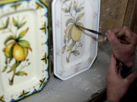 ceramica: Traditional art of potterys decoration in Tuscany Stock Photo