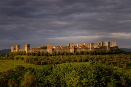 Foto di Monteriggioni, una citt� murata medievale situato su un poggio naturale, nella Provincia di Siena Toscana
