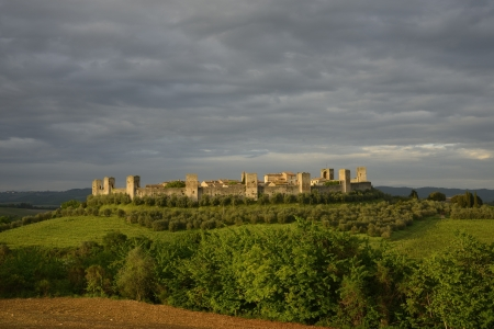 Monteriggioni is a medieval walled town, located on a natural hillock, Stock Photo - 19618719