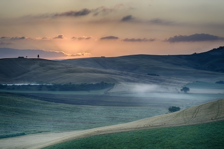Crete Senesi Crete Senesi are literally Siennese clays and the distinctive gray coloration of the soil gives the landscape an appearance often described as lunar photo