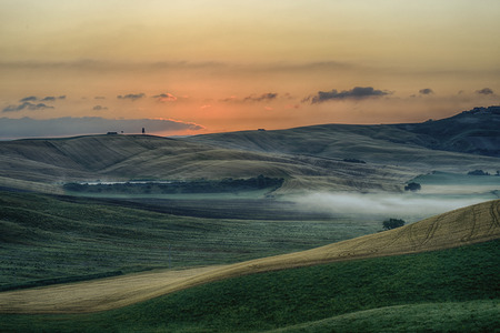 literally: Crete Senesi Crete Senesi are literally Siennese clays and the distinctive gray coloration of the soil gives the landscape an appearance often described as lunar