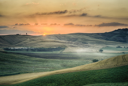 coloration: Crete Senesi Crete Senesi are literally Siennese clays and the distinctive gray coloration of the soil gives the landscape an appearance often described as lunar