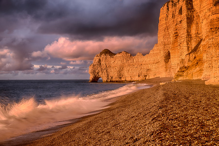 spring tide: The famous cliffs of Etretat (Falaise dAval) in Normandie in the sunset light Stock Photo