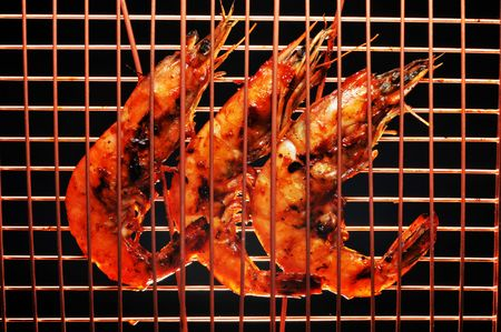 cooper: Barbecued shrimp in a cooper rack ready to eat. Stock Photo