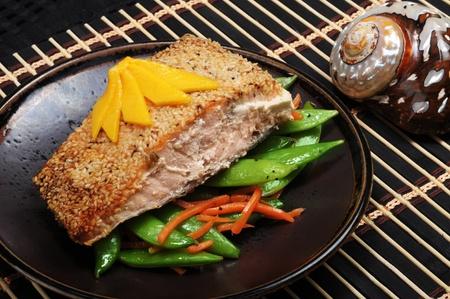 Alaskan Salmon with sesame crust,green split peas and mango on top. Archivio Fotografico
