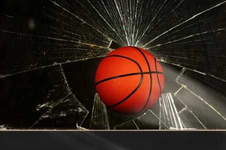 ventana rota: baloncesto y Ventana Rota Foto de archivo