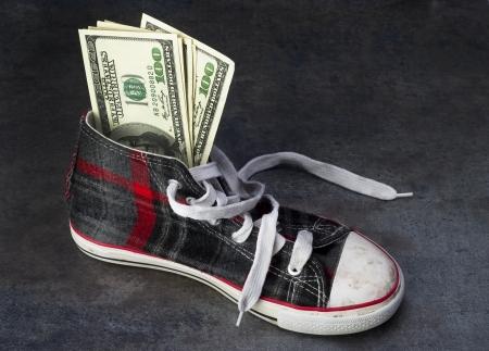 comprando zapatos: Niños Costo