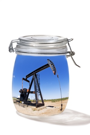 yacimiento petrolero: Pozo de petróleo en un tarro