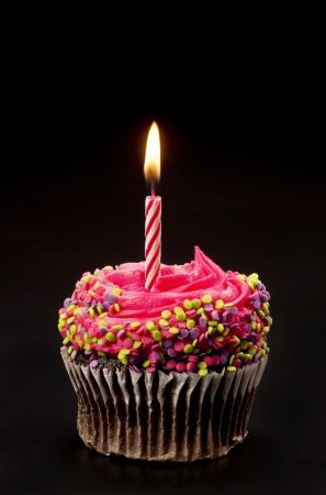 torta con candeline: Cupcake con candela luminosa Archivio Fotografico