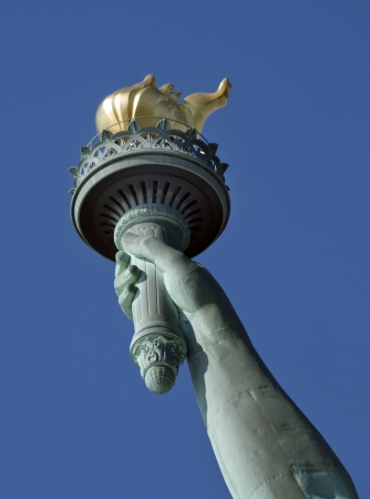 lady liberty: Estatua de la Libertad que muestra la mano y la antorcha