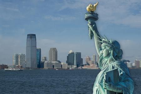 Statua della Libert� con New Jersey in background .. Archivio Fotografico