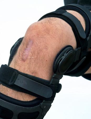de rodillas: Abrazadera para la rodilla de la lesi�n de rodilla de f�tbol ACL
