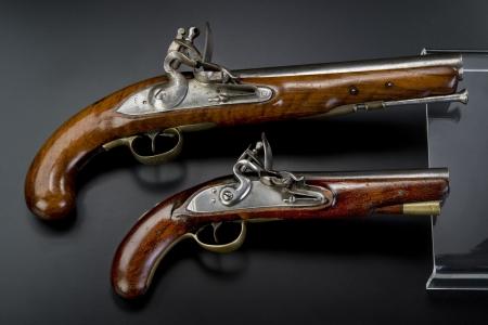 heirlooms: Una coppia di pistole a pietra focaia inglesi del 18 � secolo.