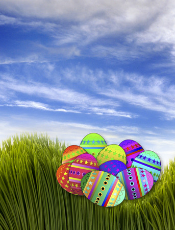 ornamente: Easter eggs in green grass. Stock Photo