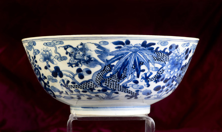 dynasty: 18th Century Chinese blue and white dragon bowl Qing dynasty. Stock Photo