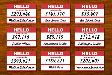 Student lening schuld genoteerd aan tafel met naamplaatjes. Stockfoto