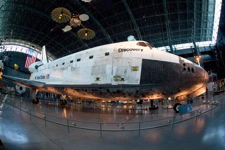 샹 티이, 버지니아 - 2013년 9월 : Smithsonion 국립 항공 우주 박물관에서 우주 왕복선 디스커버리.