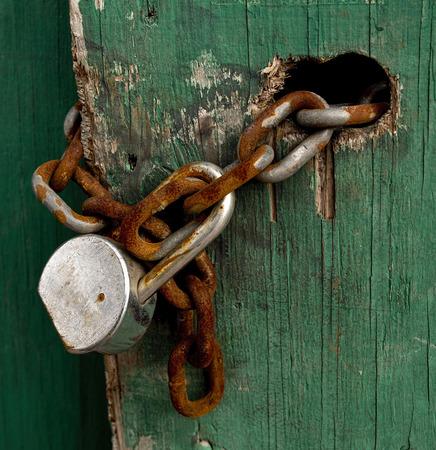 rusty chain: Old rusty lock and chain.