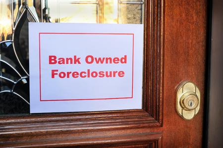 銀行抵当流れの家サインオンを所有します。