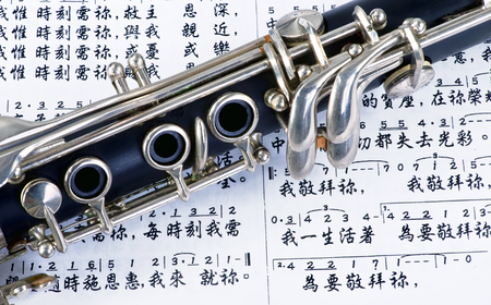 Clarinet and Chinese sheet music. Editorial