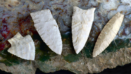 indian artifacts: Paleo midwestern arrowheads made 7000 to 8000 years ago found near Pettis, Missouri. Stock Photo