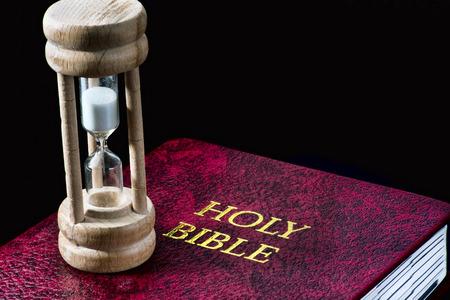 Zeit für die Bibel mit Platz für ihren Typ. Standard-Bild - 73482081