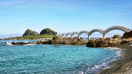 Sanxiantai Dragon Bridge located in Taitung,Taiwan. Sanxiantai means platform of the three immortals. Фото со стока - 114901371