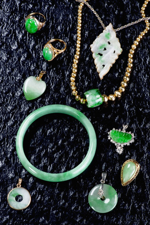 Burmese jadeite jewelry now more costly than gold. Foto de archivo