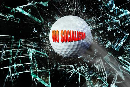 No hay pelota de golf del socialismo rompiendo cristales. Foto de archivo